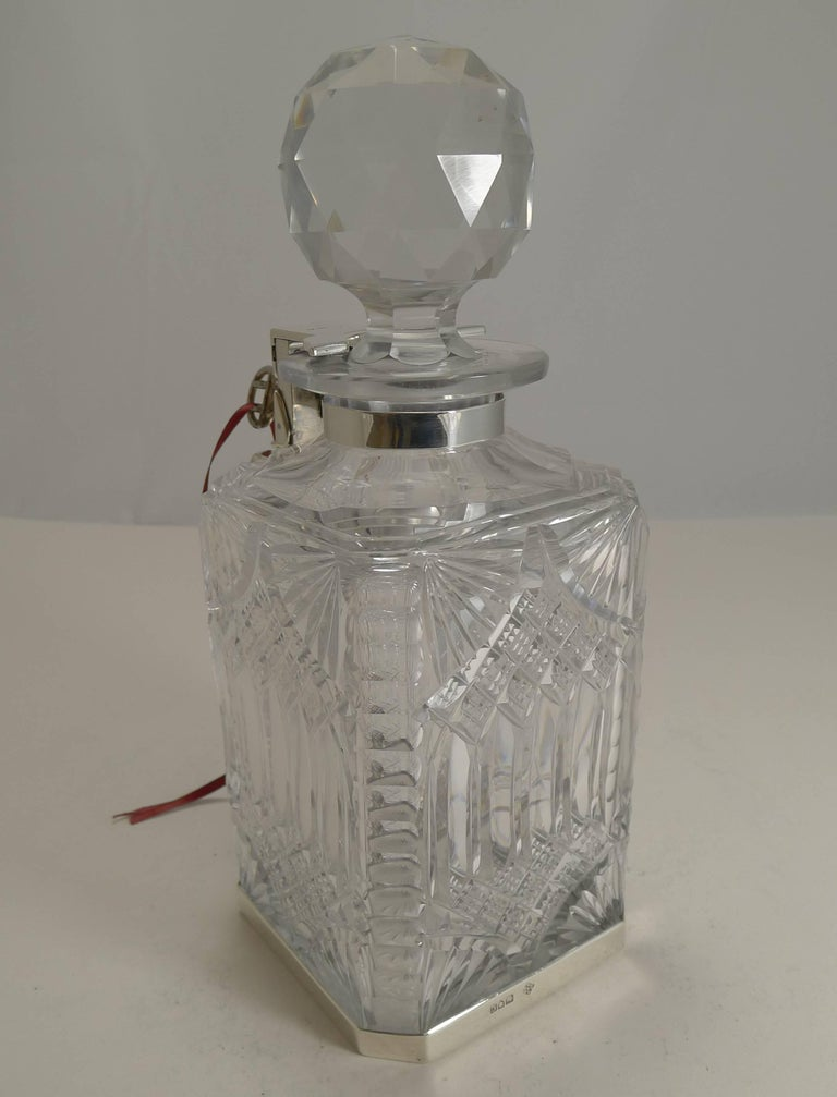 Antique English Cut Crystal and Sterling Silver Single Locking Decanter, 1898 In Excellent Condition For Sale In London, GB