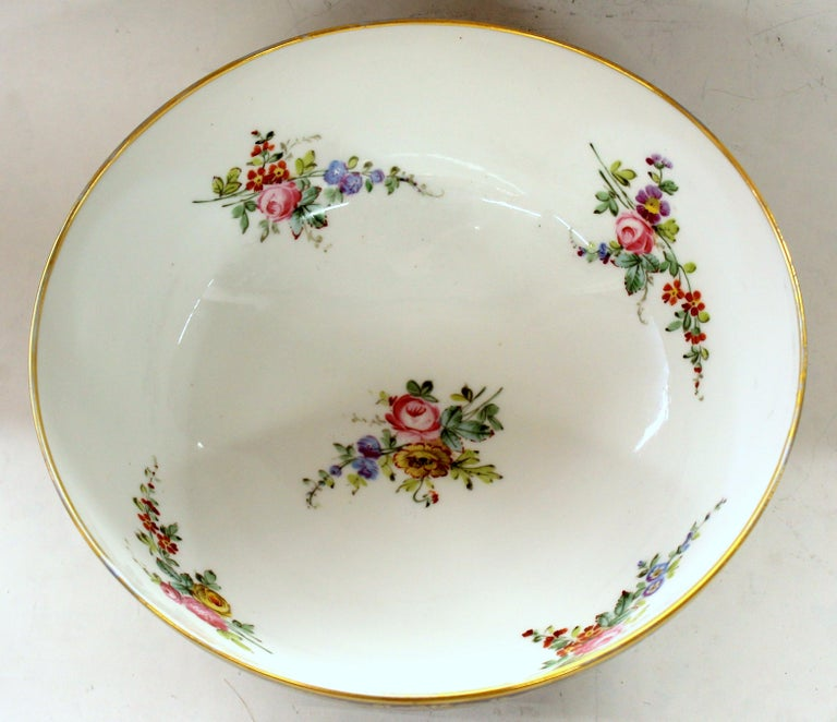 Antique English Derby Porcelain Hand-Painted Floral and Gilt Cobalt Round Bowl For Sale 10