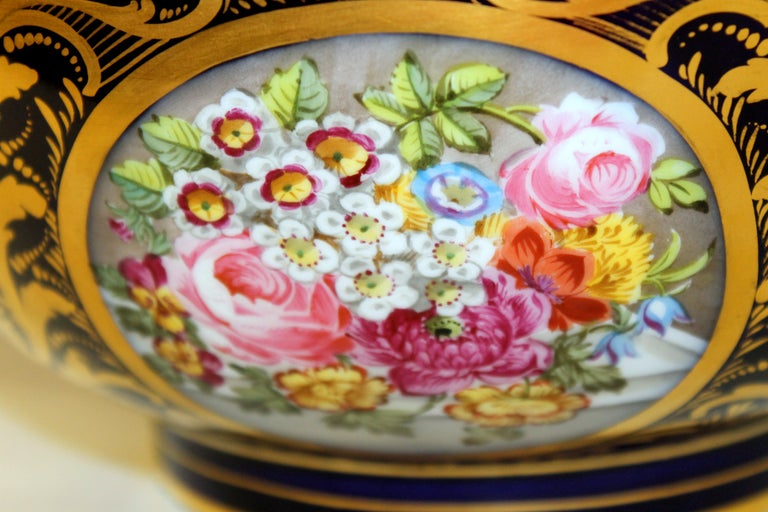Antique English Derby Porcelain Hand-Painted Floral and Gilt Cobalt Round Bowl For Sale 12