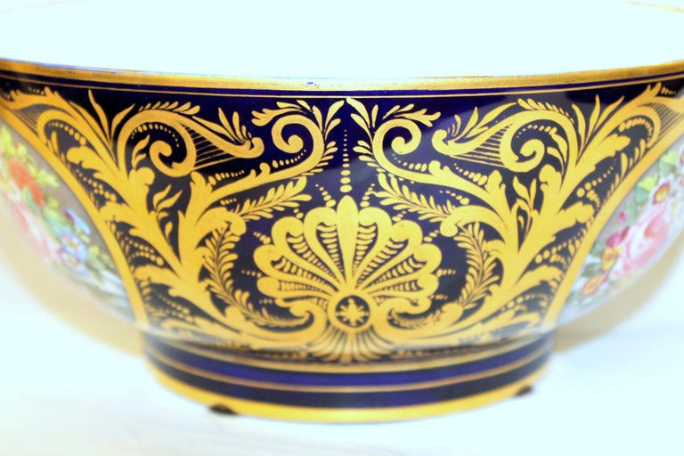 Antique English Derby Porcelain Hand-Painted Floral and Gilt Cobalt Round Bowl In Excellent Condition For Sale In Charleston, SC