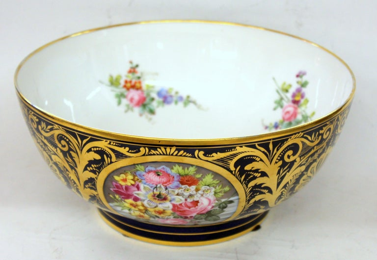 Antique English Derby Porcelain Hand-Painted Floral and Gilt Cobalt Round Bowl For Sale 2