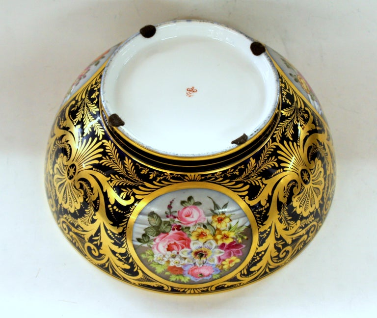 Antique English Derby Porcelain Hand-Painted Floral and Gilt Cobalt Round Bowl For Sale 3