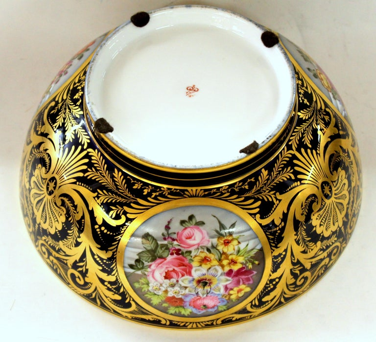 Antique English Derby Porcelain Hand-Painted Floral and Gilt Cobalt Round Bowl For Sale 4