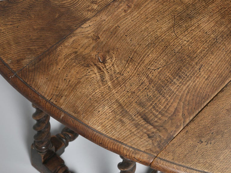 Antique English Double-Gate Leg Drop-Leaf Barley-Twist Dining Table in White Oak In Good Condition For Sale In Chicago, IL