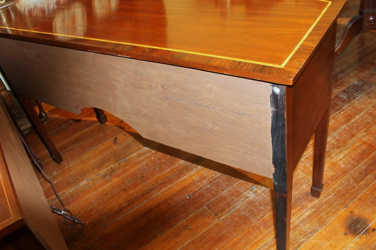 Antique English George III Inlaid Flame Mahogany Hepplewhite Bowfront Sideboard For Sale 7