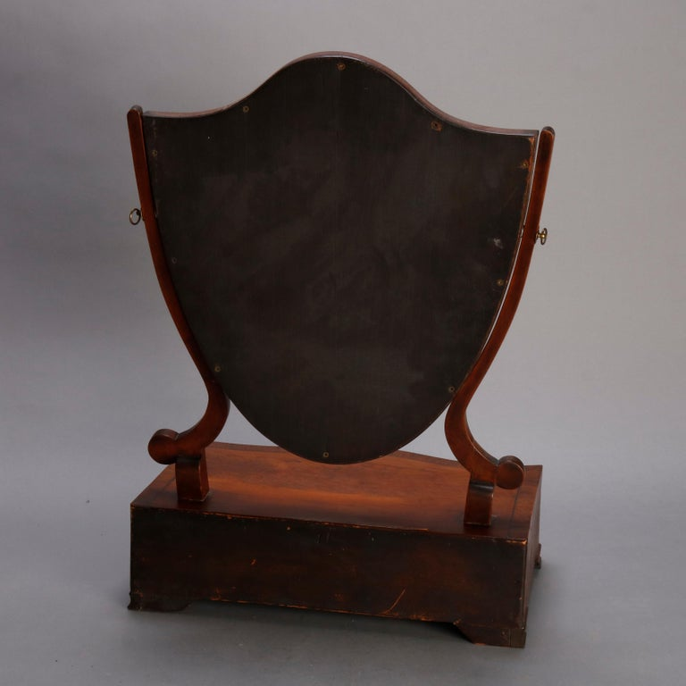Antique English Georgian Flame Mahogany Shield Form Shaving Mirror, circa 1810 In Good Condition For Sale In Big Flats, NY