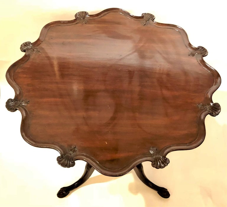 Antique English Georgian Pie-Crust Mahogany Table, circa 1810-1830 In Excellent Condition For Sale In New Orleans, LA