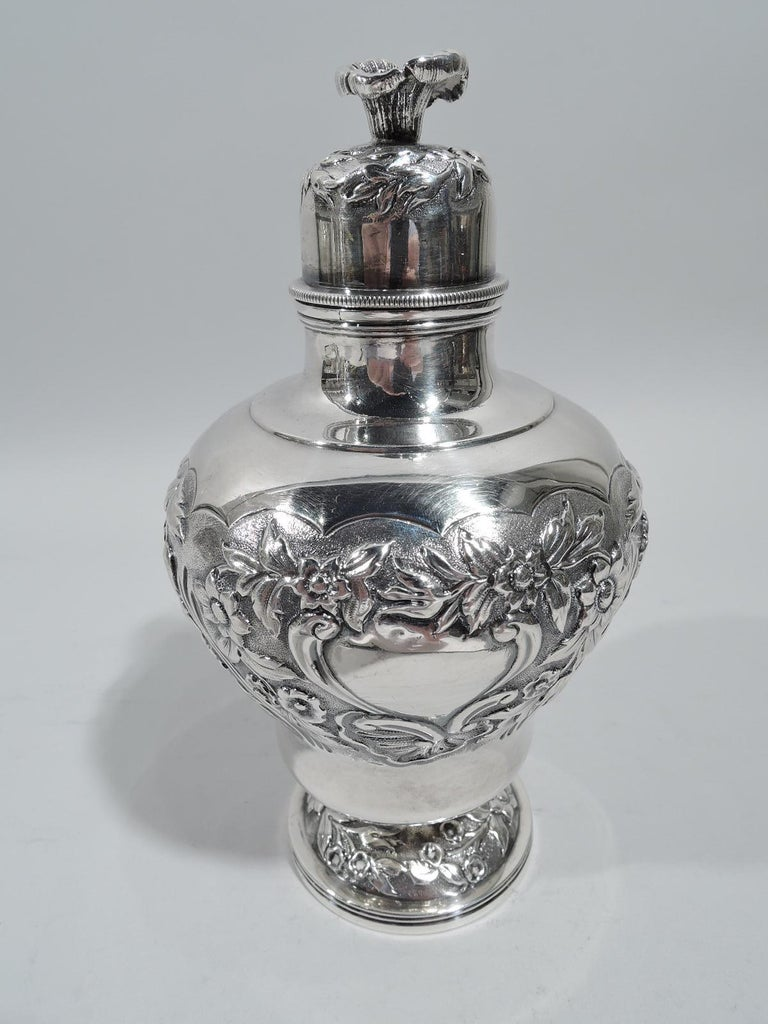 Antique English Georgian Regency Sterling Silver Tea Caddy In Good Condition In New York, NY