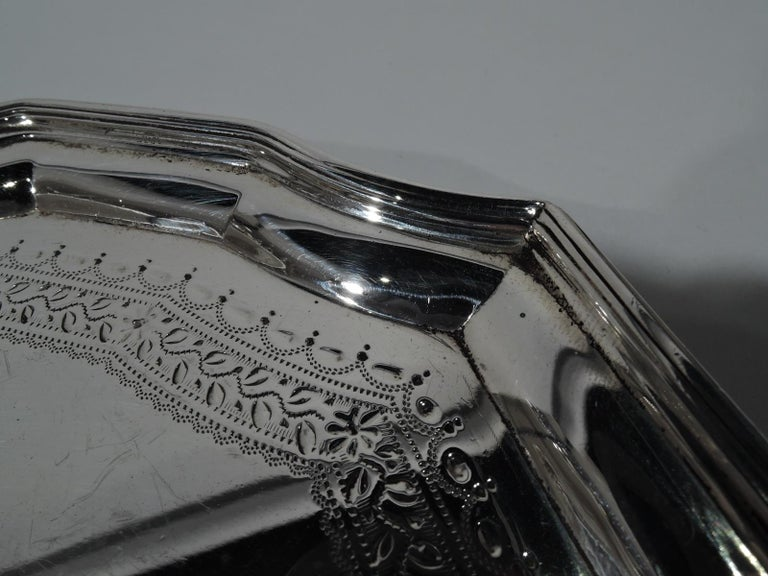 Antique English Georgian Sterling Silver Small Cartouche Salver Tray In Good Condition For Sale In New York, NY