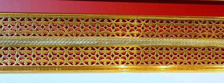 Antique English Georgian Style Pierced Brass Fireplace Fender with Rope Motif In Good Condition For Sale In Charleston, SC