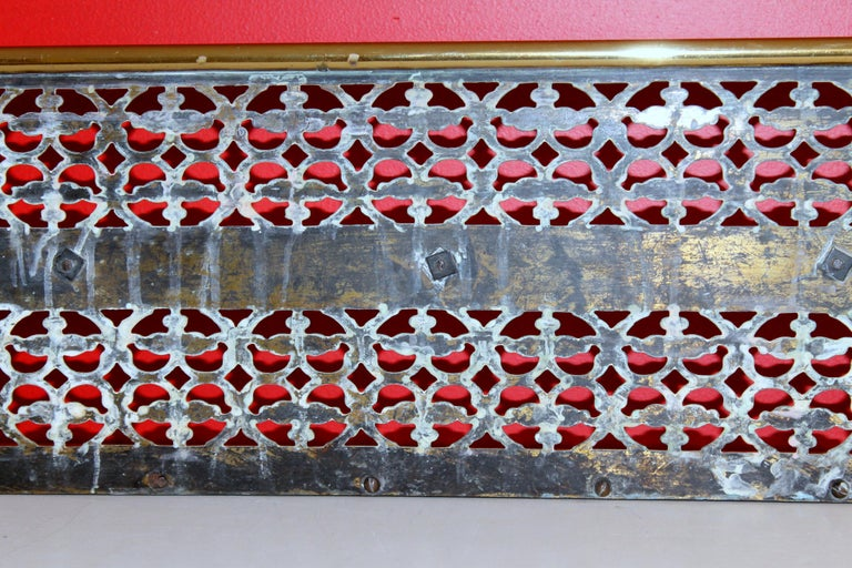 Antique English Georgian Style Pierced Brass Fireplace Fender with Rope Motif For Sale 4