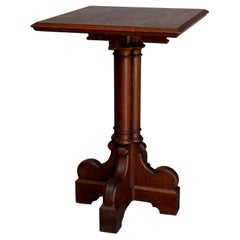 Antique English Gothic Quarter Sawn Oak Cluster Column Side Table, 19th Century