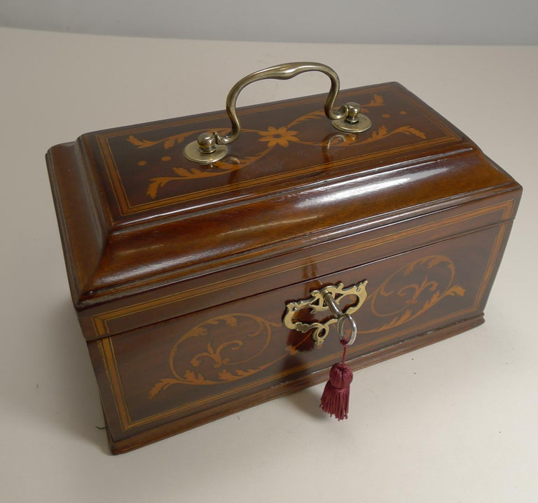 Antique English Inlaid Mahogany Tea Caddy, circa 1790 In Good Condition For Sale In London, GB