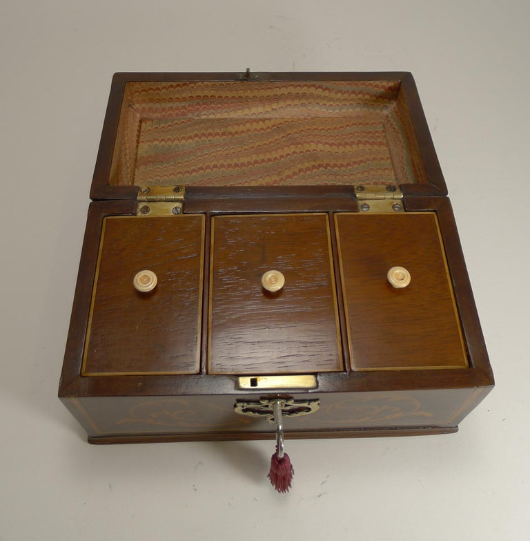 Antique English Inlaid Mahogany Tea Caddy, circa 1790 For Sale 1