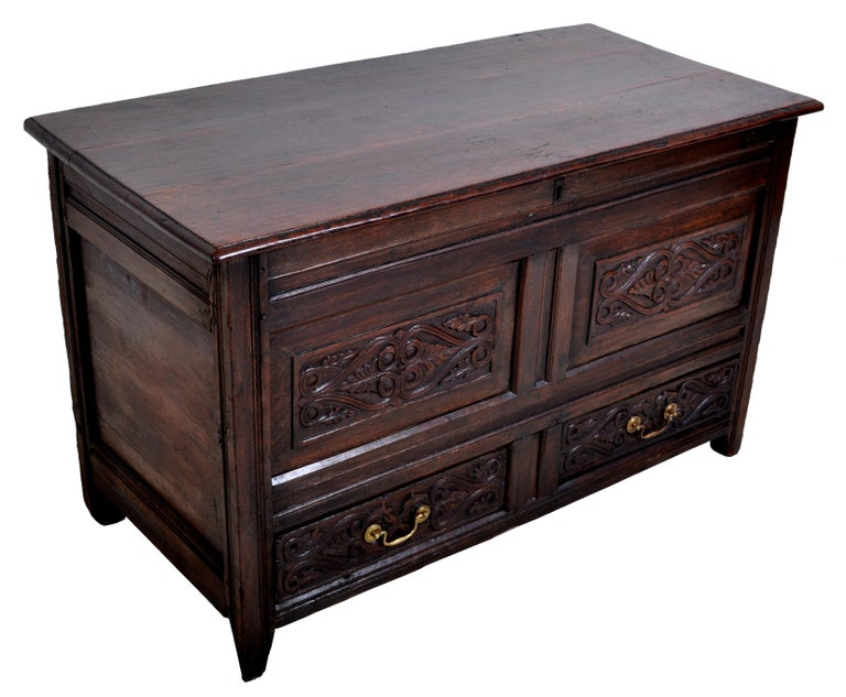Hand-Carved Antique English Late 17th Century Carved Oak Mule Chest / Coffer, circa 1680 For Sale