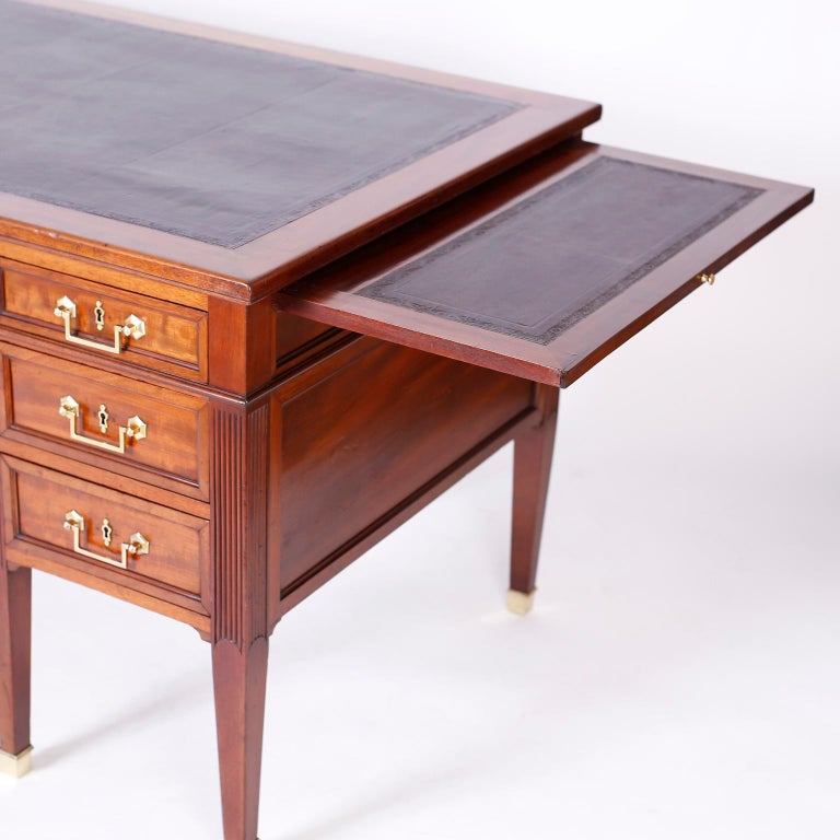 Antique English Leather Top Desk In Good Condition For Sale In Palm Beach, FL