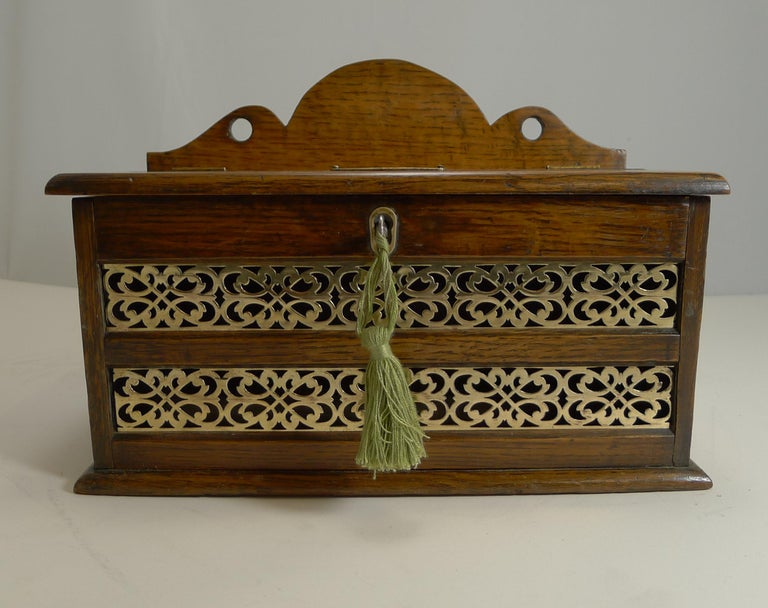Antique English Oak and Brass Letters Box, circa 1890 In Good Condition For Sale In London, GB
