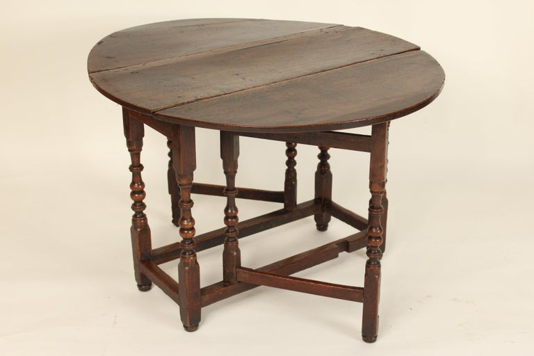 Antique English Oak Gate Leg Table In Good Condition For Sale In Laguna Beach, CA