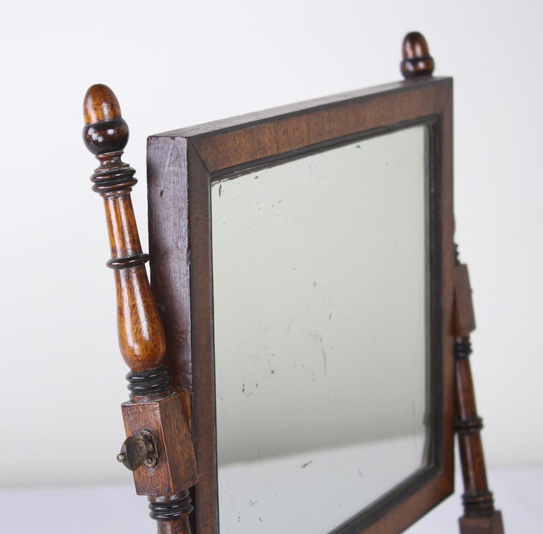 Antique English Oak Shaving Mirror In Good Condition For Sale In Port Chester, NY