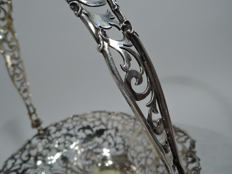 Antique English Pierced Sterling Silver Basket In Excellent Condition For Sale In New York, NY