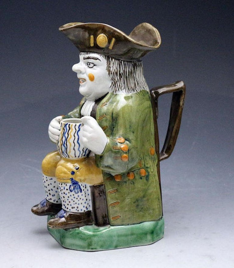 Antique English Prattware Pottery Toby Jug, Early 19th Century In Good Condition For Sale In Woodstock, OXFORDSHIRE