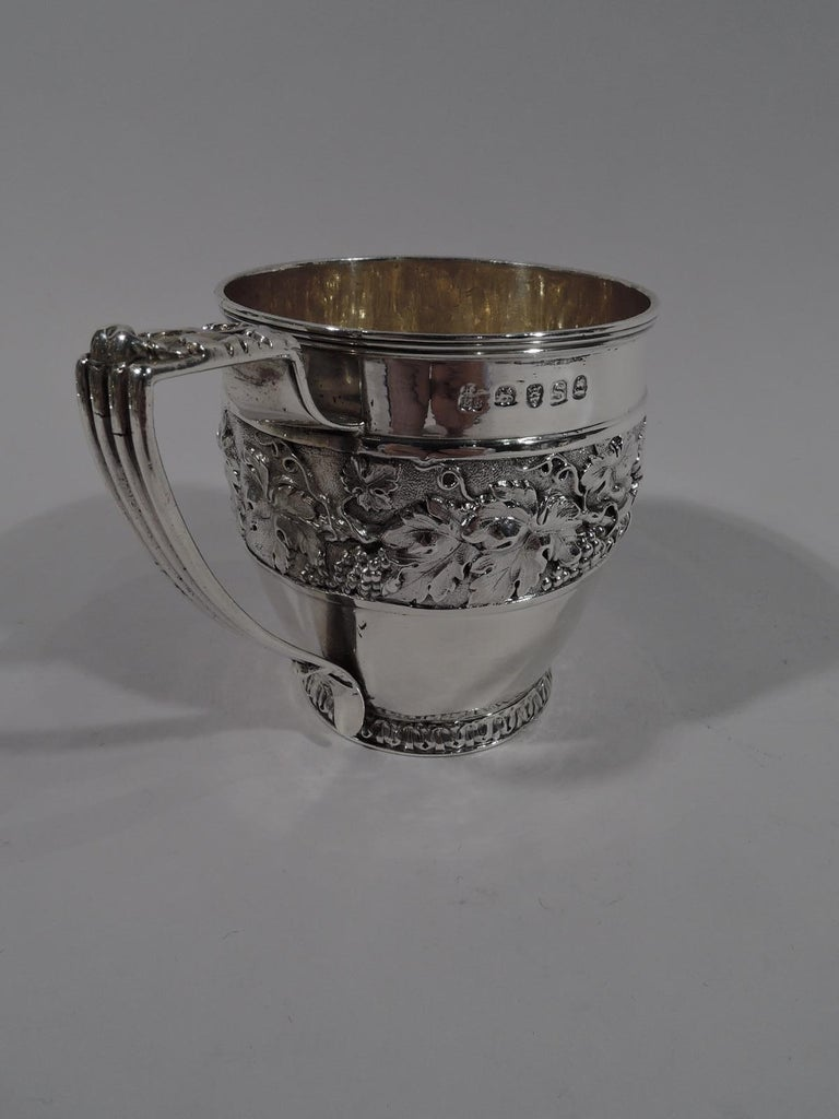 Antique English Regency Sterling Silver Baby Cup by Emes & Barnard In Excellent Condition For Sale In New York, NY