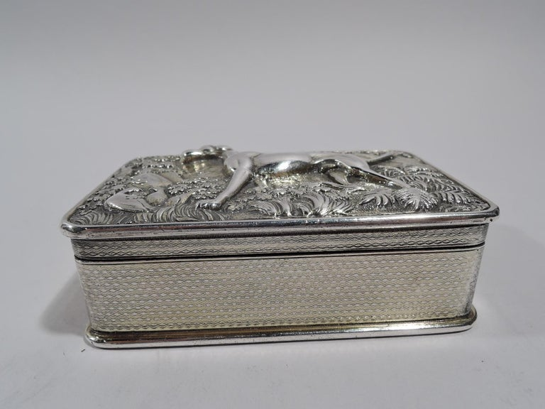 Antique English Regency Sterling Silver Hunt Dog Snuffbox In Good Condition For Sale In New York, NY