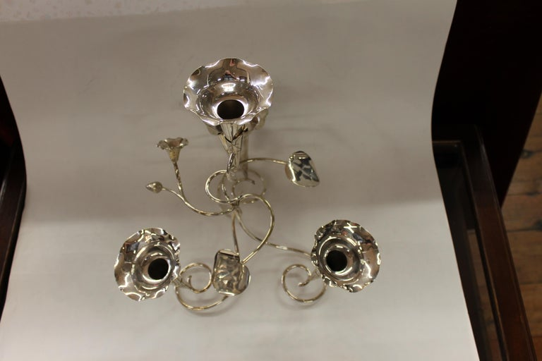 Antique English Silver Plate Ivy Motif Four-Tube Floral Epergne In Excellent Condition In Charleston, SC