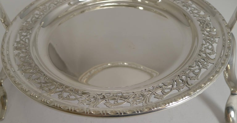 Antique English Silver Plated Cake Stand, circa 1900 In Excellent Condition For Sale In London, GB