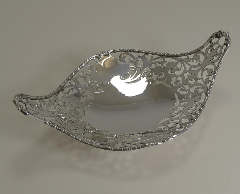 European Antique English Sterling Silver Basket or Dish, 1908 For Sale