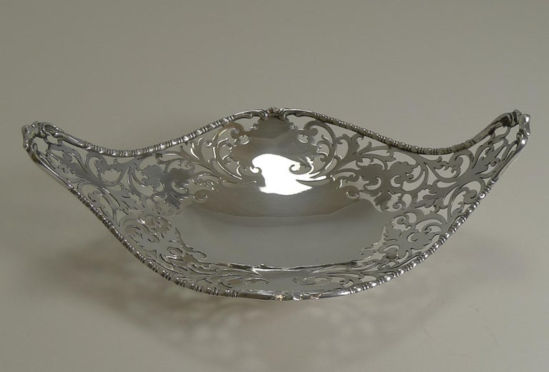 Antique English Sterling Silver Basket or Dish, 1908 In Good Condition For Sale In London, GB