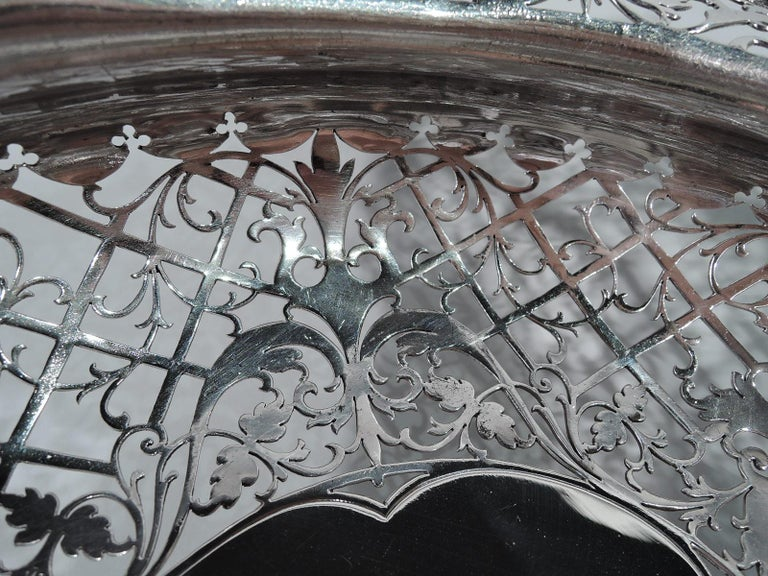 Antique English Sterling Silver Centerpiece Grape Bowl In Excellent Condition For Sale In New York, NY