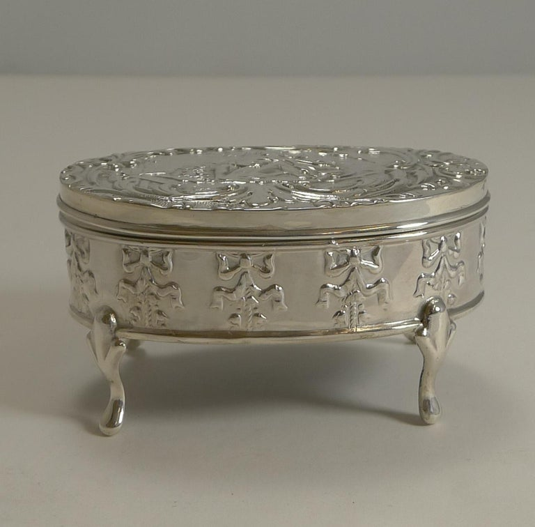 Antique, English Sterling Silver Figural Jewellery/Trinket Box, 1905 In Excellent Condition For Sale In London, GB