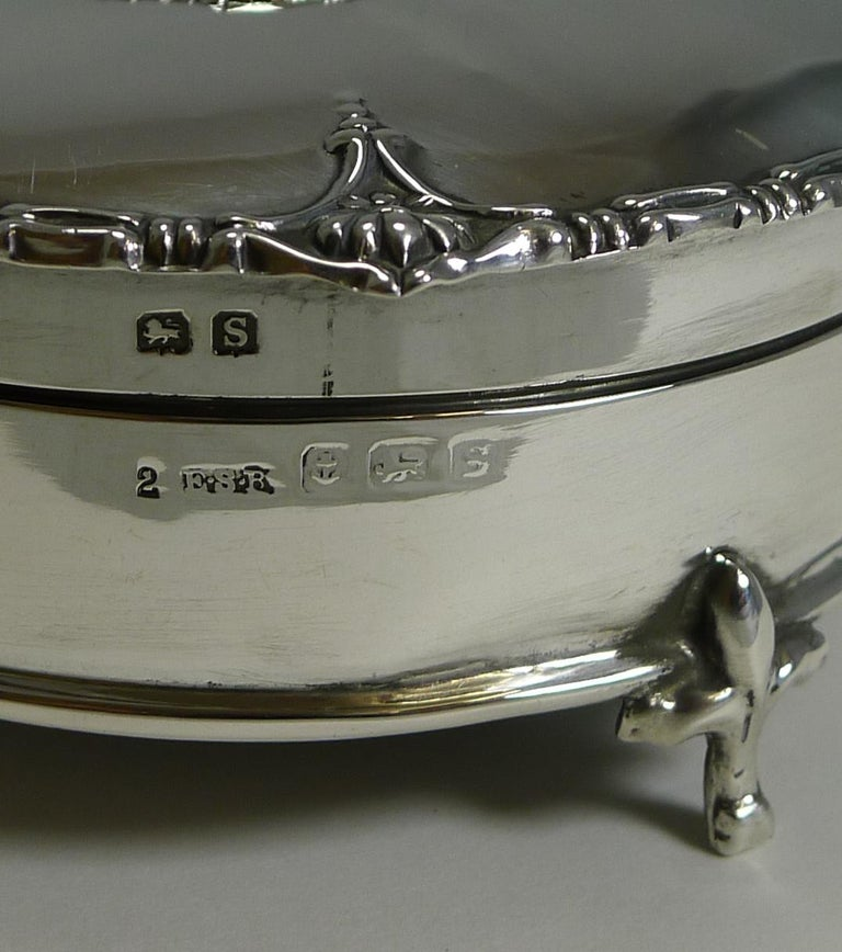 Antique English Sterling Silver Jewelry / Ring Box, 1917 For Sale 1