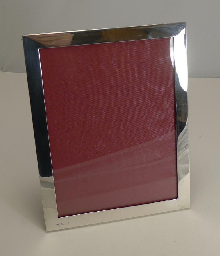 Antique English Sterling Silver Photograph Frame, circa 1910 In Good Condition For Sale In London, GB