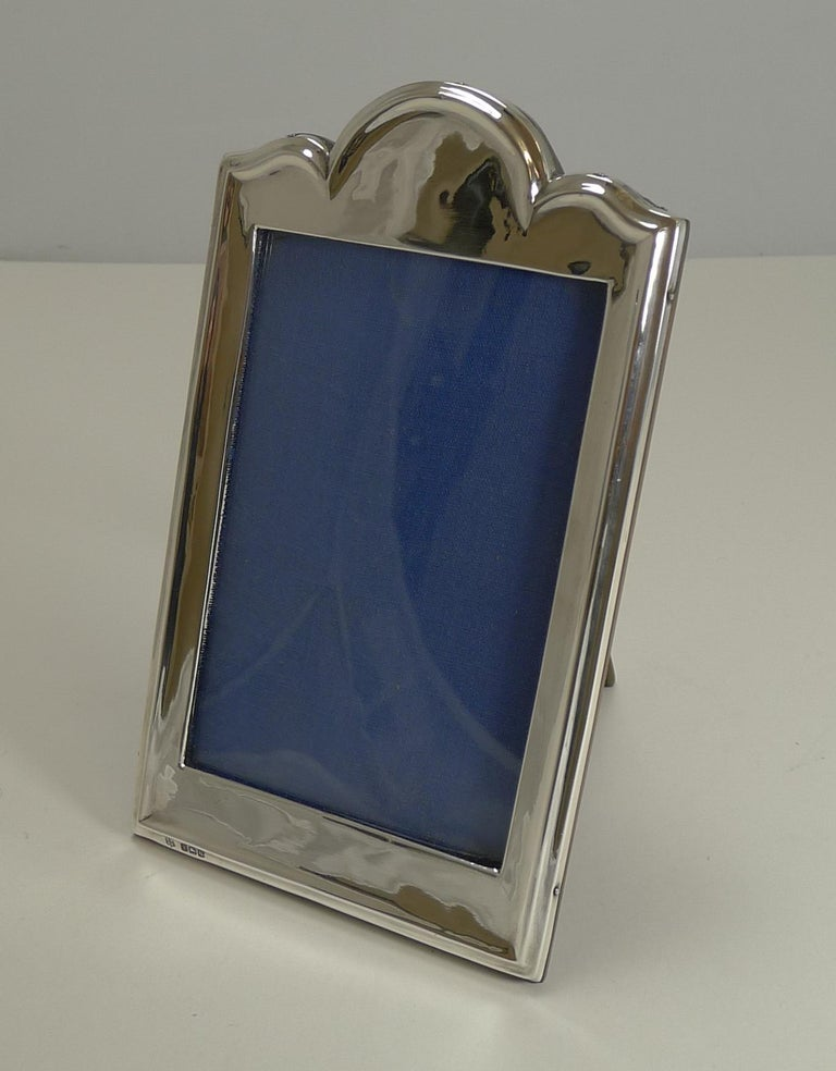 Antique English Sterling Silver Photograph Frame In Excellent Condition For Sale In London, GB