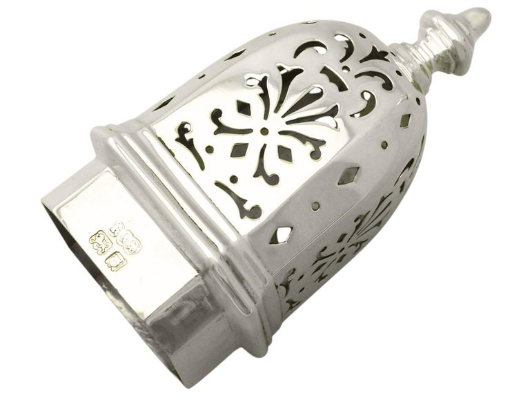 Antique English Sterling Silver Sugar Caster In Excellent Condition For Sale In Jesmond, Newcastle Upon Tyne
