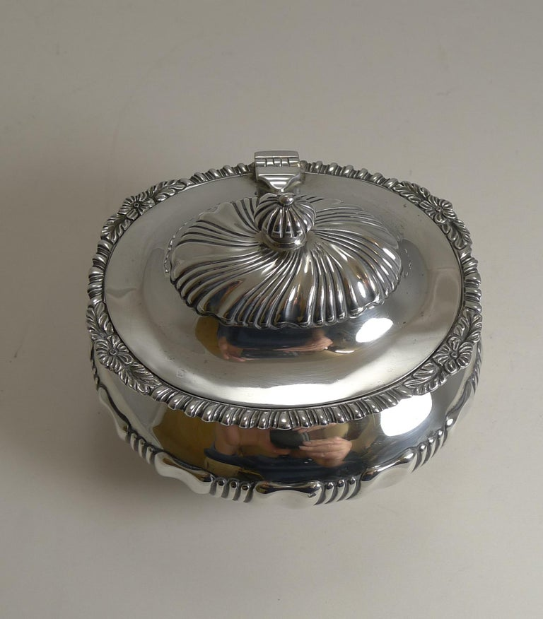 Antique English Sterling Silver Tea Caddy, London, 1909 For Sale 1