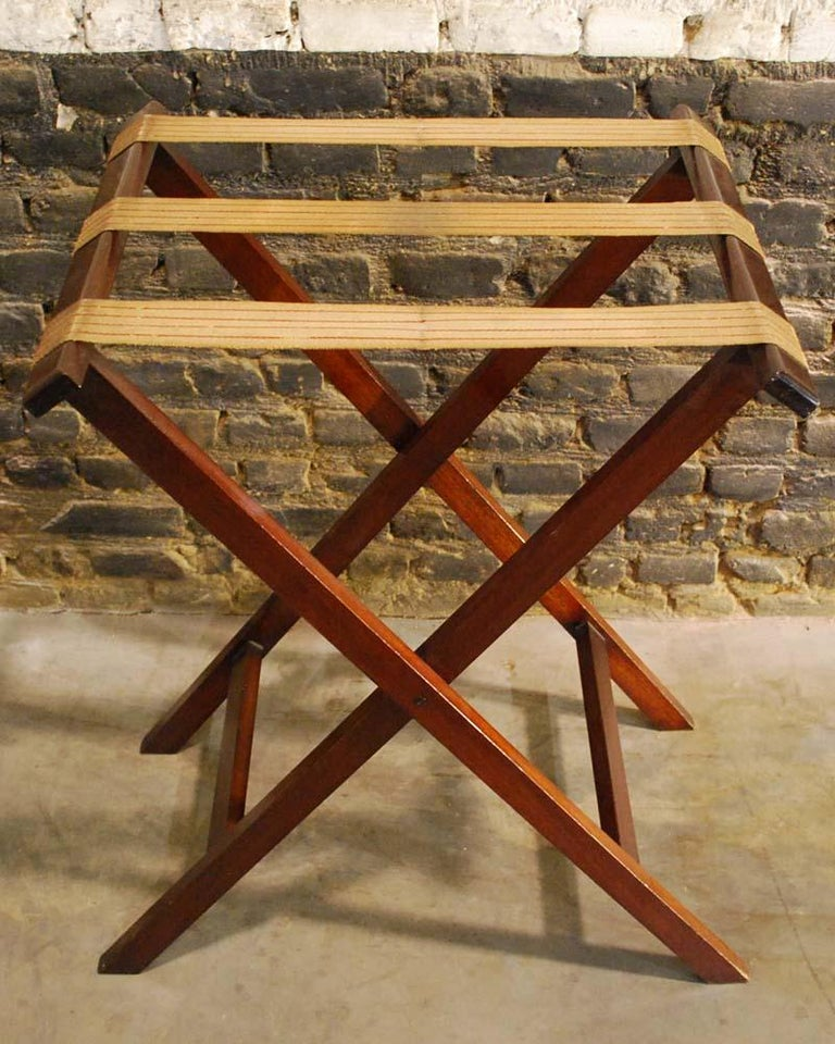 Antique English Victorian Butler's Tray Table in Mahogany on Folding Stand In Good Condition For Sale In Casteren, NL