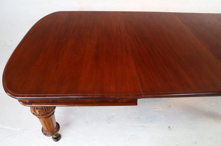 Antique English Victorian Mahogany Extending Dining Table and 4 Leaves, Seats 16 For Sale 6