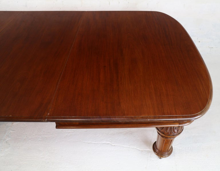 Antique English Victorian Mahogany Extending Dining Table and 4 Leaves, Seats 16 For Sale 8