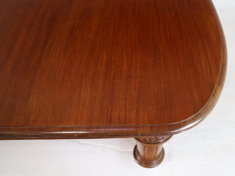 Antique English Victorian Mahogany Extending Dining Table and 4 Leaves, Seats 16 For Sale 9