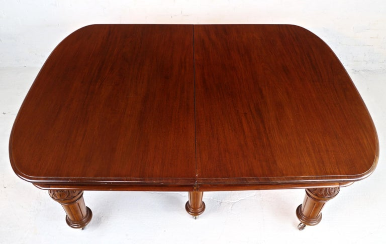 Antique English Victorian Mahogany Extending Dining Table and 4 Leaves, Seats 16 For Sale 13