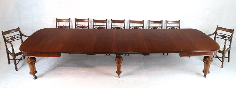 Antique English Victorian Mahogany Extending Dining Table and 4 Leaves, Seats 16 In Good Condition For Sale In Glasgow, GB