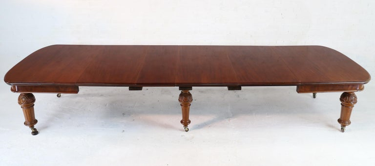 Antique English Victorian Mahogany Extending Dining Table and 4 Leaves, Seats 16 For Sale 1