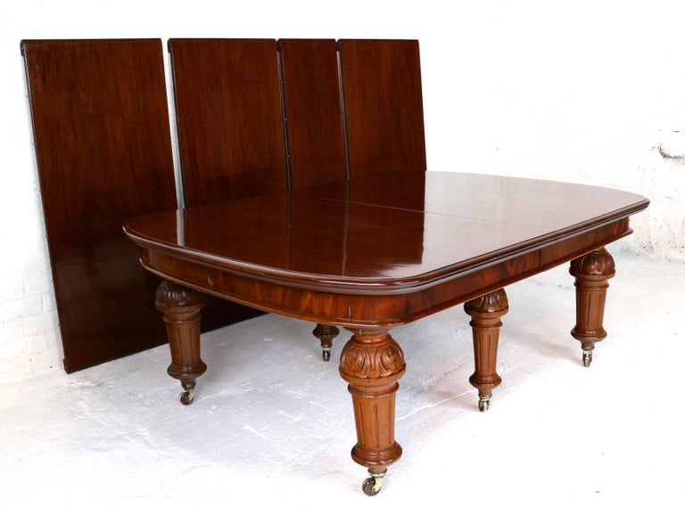 Antique English Victorian Mahogany Extending Dining Table and 4 Leaves, Seats 16 For Sale 2