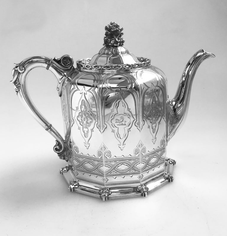 Antique English Victorian Silver Tea and Coffee Service In Good Condition For Sale In London, GB