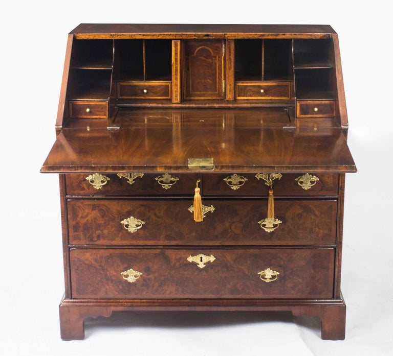 Antique English William & Mary Walnut and Feather Banded Bureau, 17th Century 9