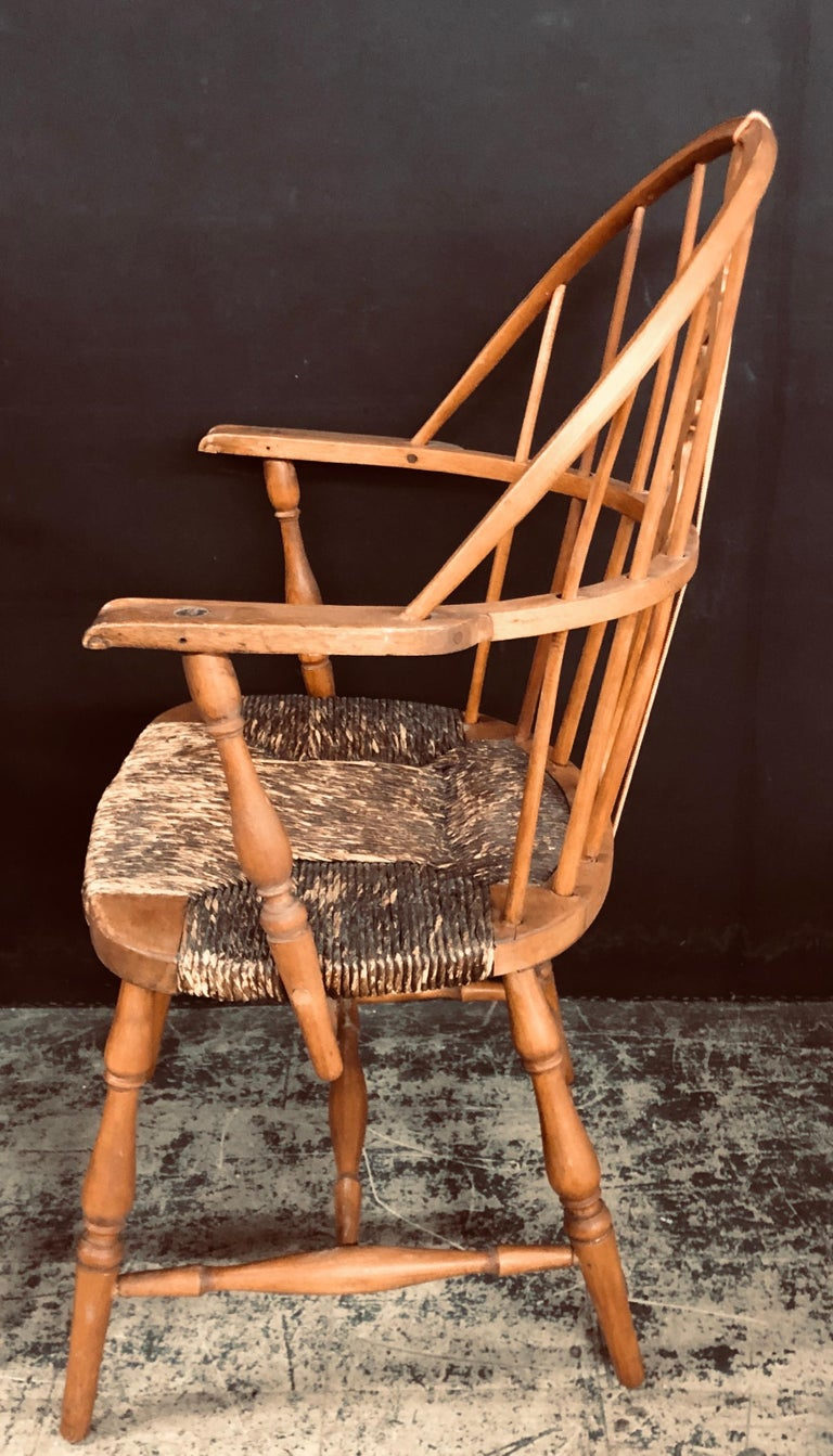 Antique English Windsor Bow-Brace Back Dining Chairs with Decorative Splat For Sale 5
