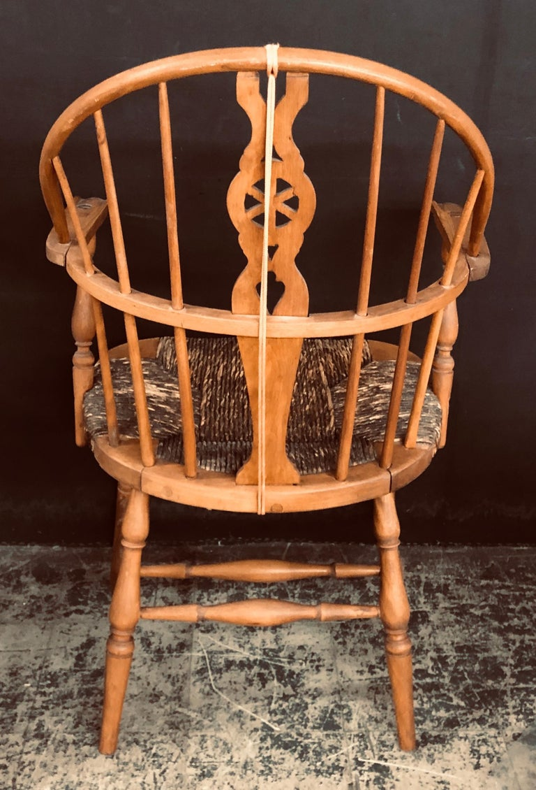 Antique English Windsor Bow-Brace Back Dining Chairs with Decorative Splat For Sale 6